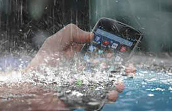 how-to-safe-smart-phone-from-rain